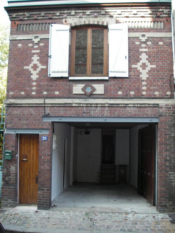 loue rouen centre petite maison avec grand garage 500 e. Black Bedroom Furniture Sets. Home Design Ideas