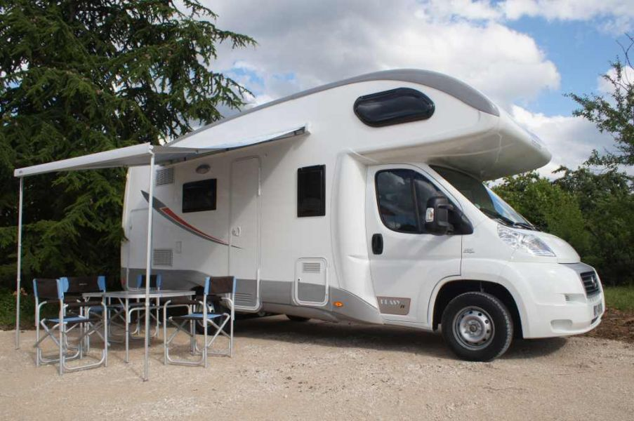 vente et location de camping car. Black Bedroom Furniture Sets. Home Design Ideas