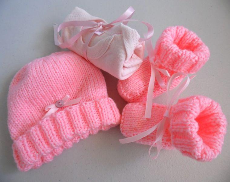 acheter en ligne 3905d 58fda Tricot laine bébé fait-main bonnet chaussons roses