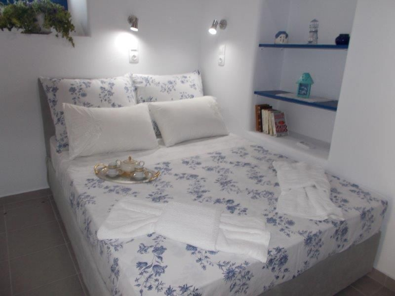 Greece Cyclades island of Milos rent house in Plaka  great for 6 people