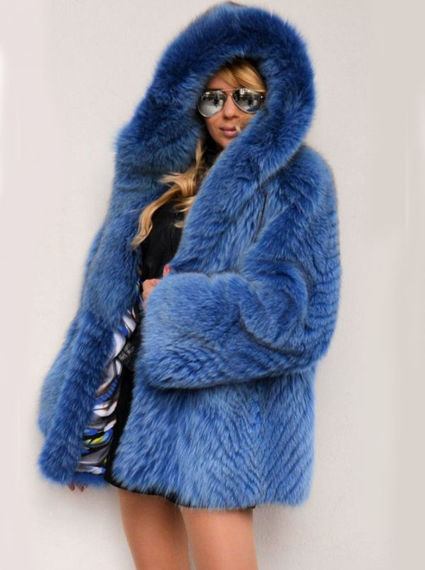 manteau capuche en fourrure de renard teint bleu. Black Bedroom Furniture Sets. Home Design Ideas