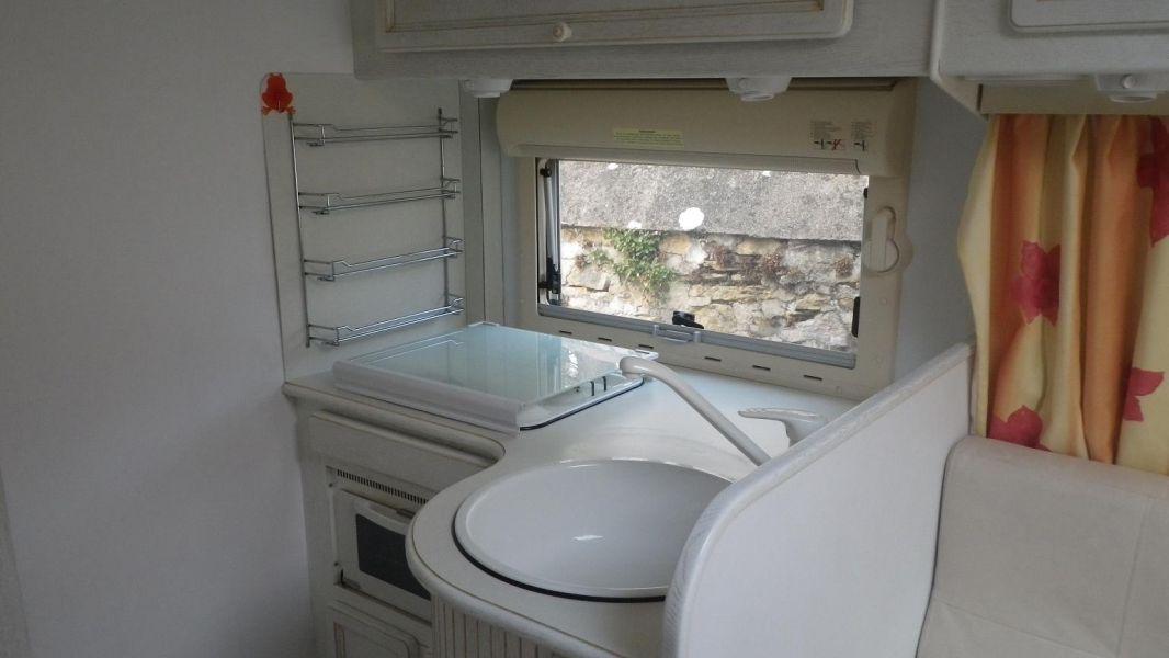 camping car integral notin. Black Bedroom Furniture Sets. Home Design Ideas