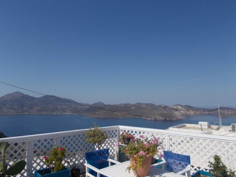 Greece Cyclades island of Milos/Plaka rent appartment for 5 person